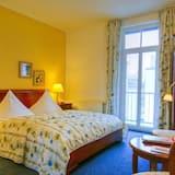Standartinio tipo kambarys (1 dvigulė / 2 viengulės lovos) - Svetainės zona