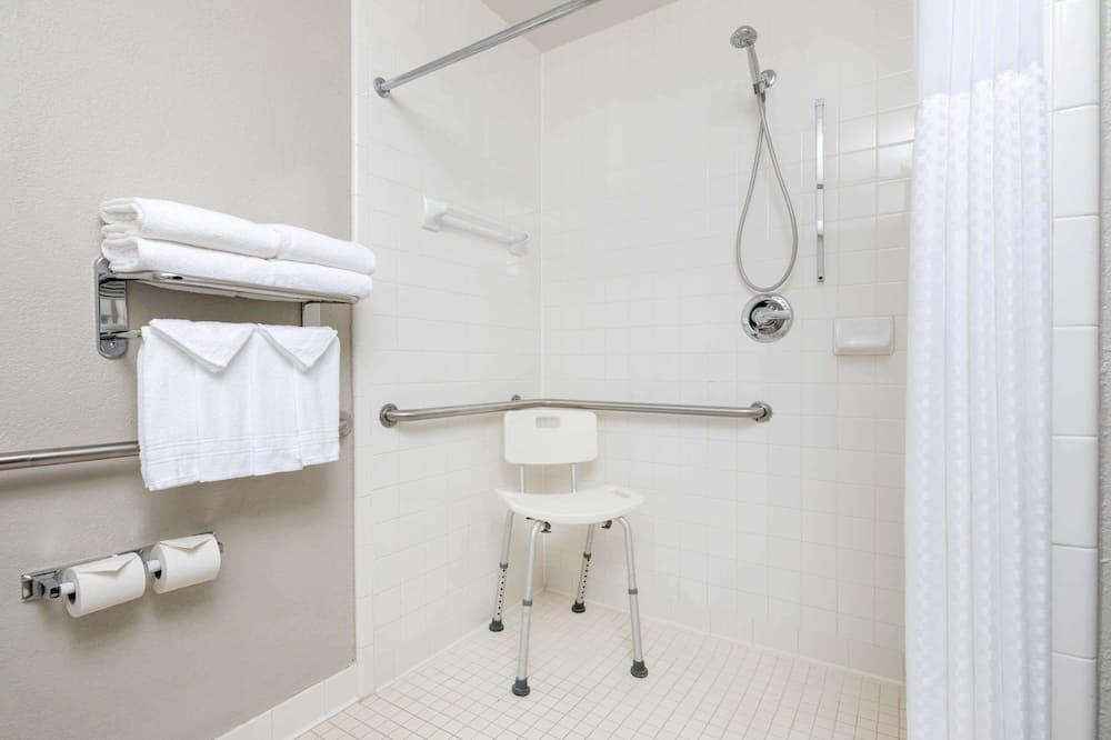 Standard Room, 2 Queen Beds, Accessible - Bathroom