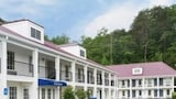 Choose This Business Hotel in Dalton -  - Online Room Reservations