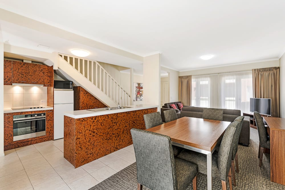 Three Bedroom Townhouse Residence - In-Room Dining