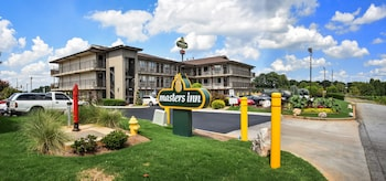 Choose This 1 Star Hotel In Tucker