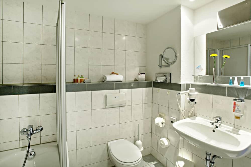 Standard szoba, 1 queen (nagyméretű) franciaágy - Fürdőszoba