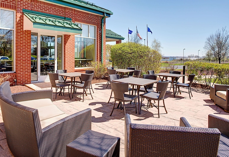 Hilton Garden Inn Hartford North/Bradley Int'l Airport, Windsor, Terrace/Patio