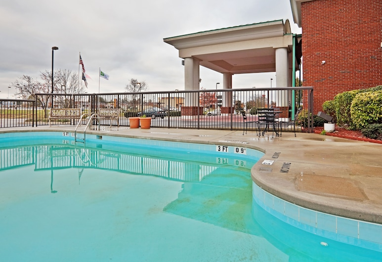 Holiday Inn Express Hotel & Suites Wilson-Downtown, Wilson, Piscina