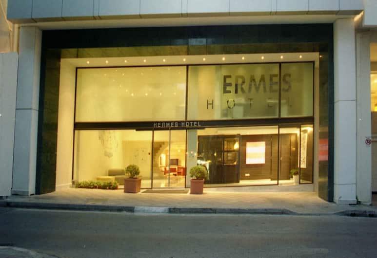 Hermes Hotel, Atėnai, Viešbučio fasadas vakare / naktį