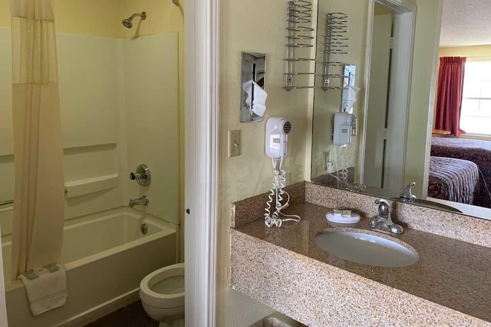 Standard Oda, 2 Çift Kişilik Yatak - Banyo