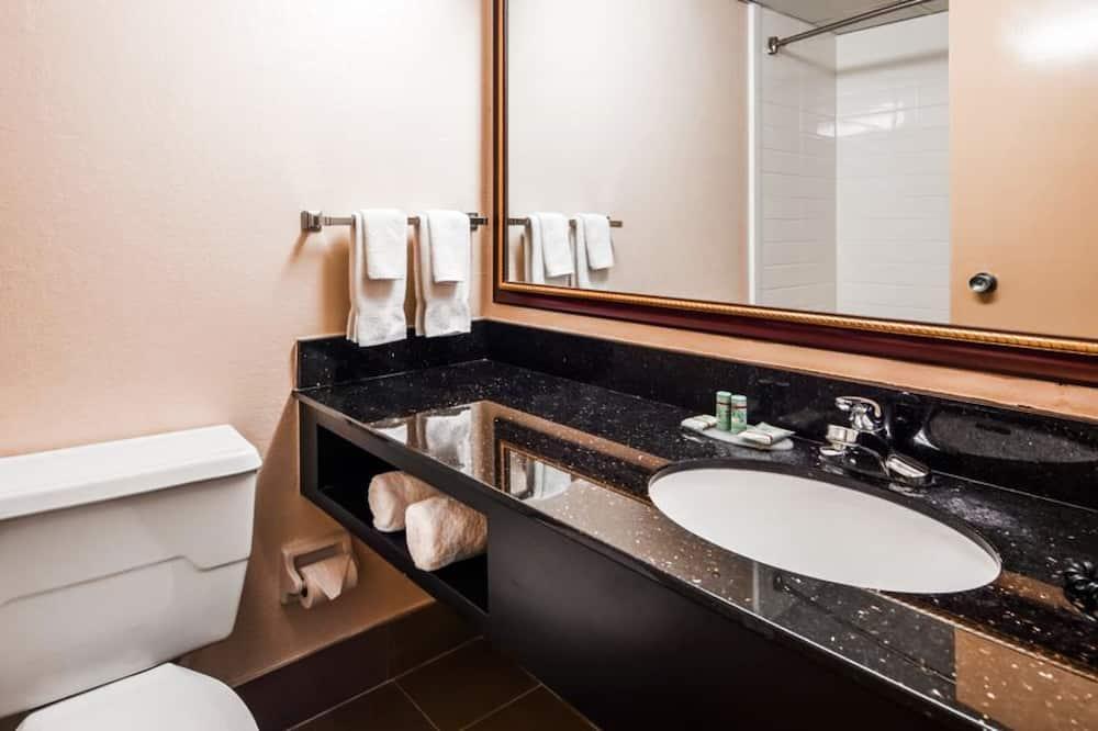 套房, 多張床, 非吸煙房, 微波爐 (with Sofabed) - 浴室