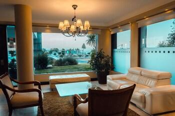 Mynd af Sunset Beach Hotel í Punta del Este