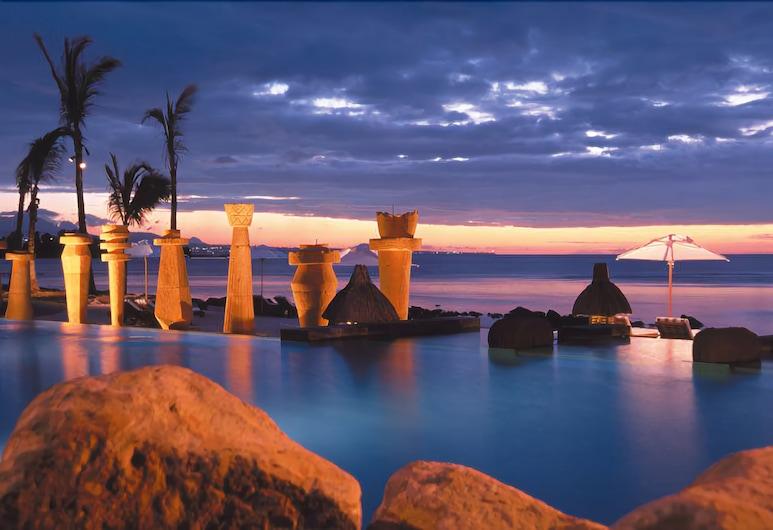 模里西斯歐貝羅伊海灘渡假村, 巴拉克拉瓦, 無邊際泳池