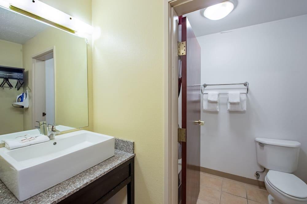 Deluxe soba, 2 bračna kreveta, za nepušače - Kupaonica