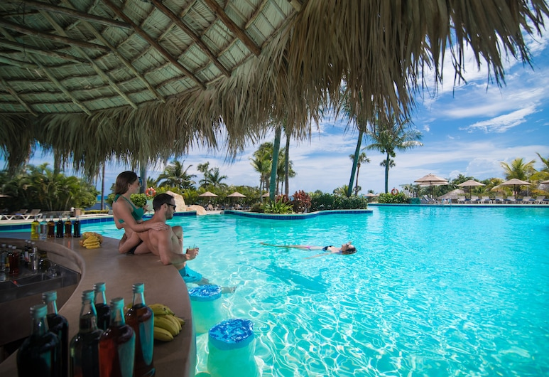 Lifestyle Tropical Beach Resort & Spa All Inclusive, Puerto Plata, Bar við sundlaugarbakkann