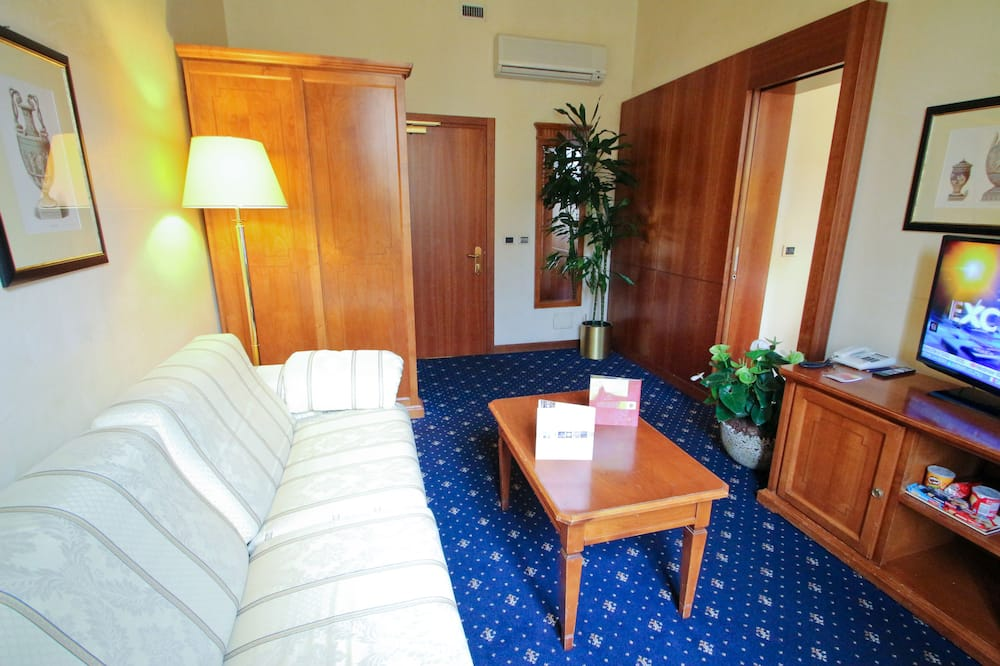 Suite, 1 Double Bed with Sofa bed - Living Room