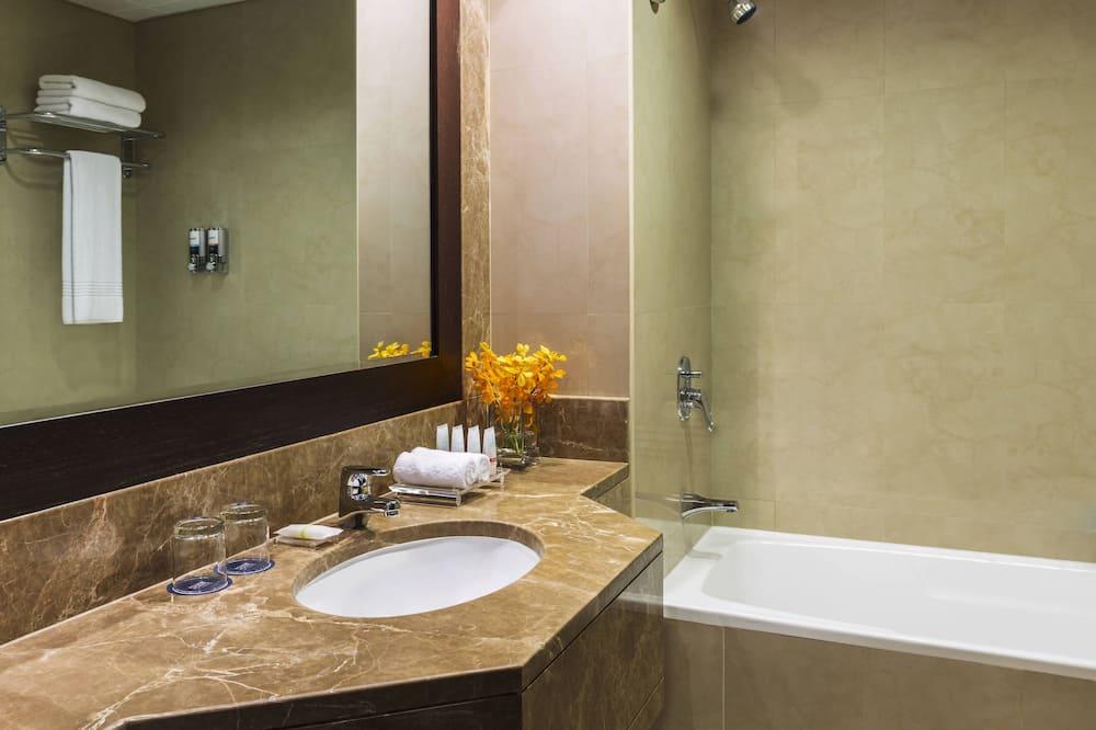 Suite, 2 Bedrooms, Non Smoking, Balcony - Bathroom