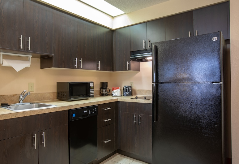 staySky Suites - I Drive Orlando, Orlando, Family Suite, 1 Bedroom, Pool View, In-Room Kitchen