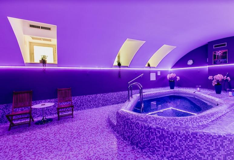 Hotel Museum Budapest, Budapeszt, Wanna spa wewnątrz