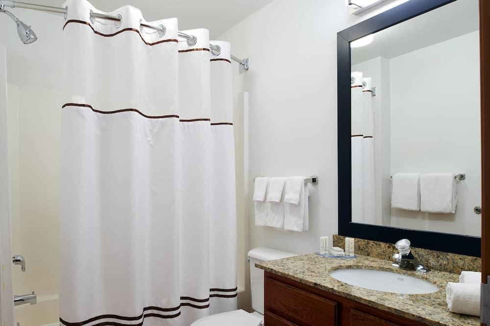 Executive Studio, 1 Queen Bed, Non Smoking - Bathroom