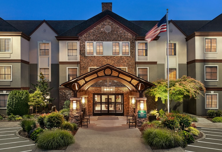 Homewood Suites by Hilton Portland Airport, Portland, Fassaad õhtul/öösel