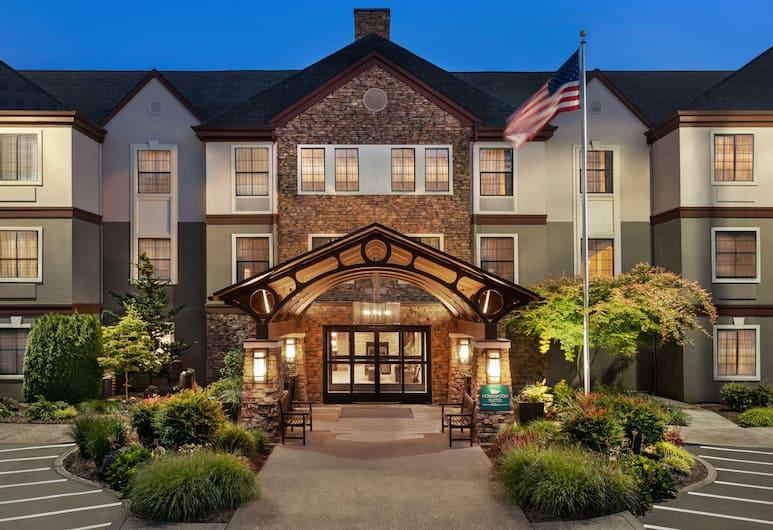 Homewood Suites by Hilton Portland Airport, Portland, Facciata hotel (sera/notte)