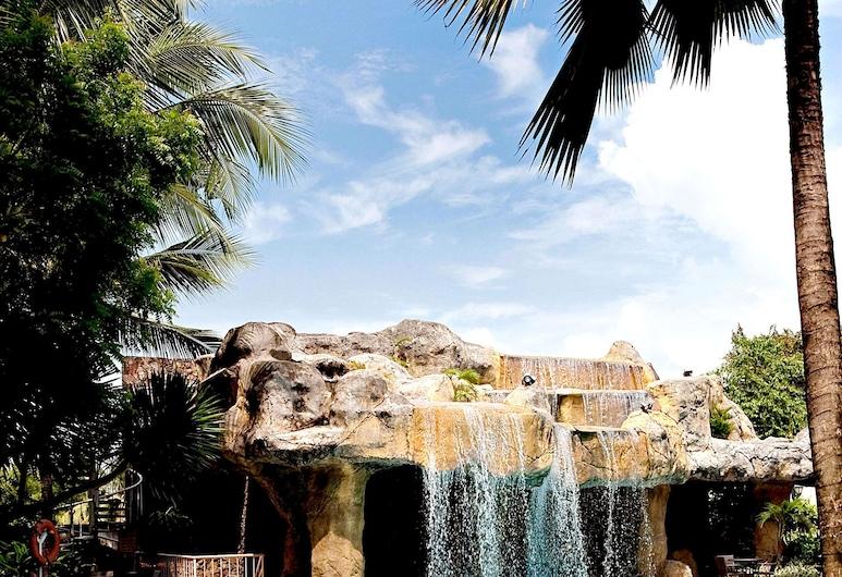 Waterfront Cebu City Hotel & Casino, Cebú, Piscina