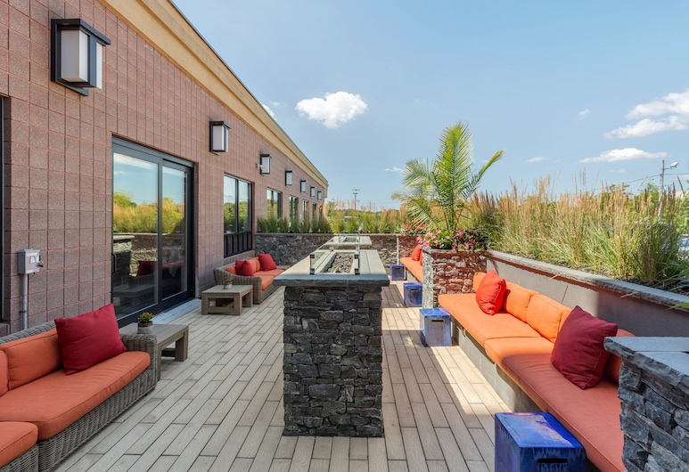 Comfort Inn & Suites Logan International Airport, Revere, Taras/patio