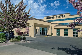 Picture of Oxford Suites Yakima in Yakima