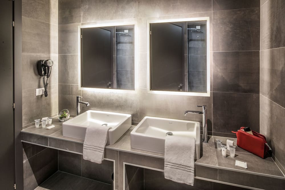 Habitación cuádruple superior, balcón - Cuarto de baño