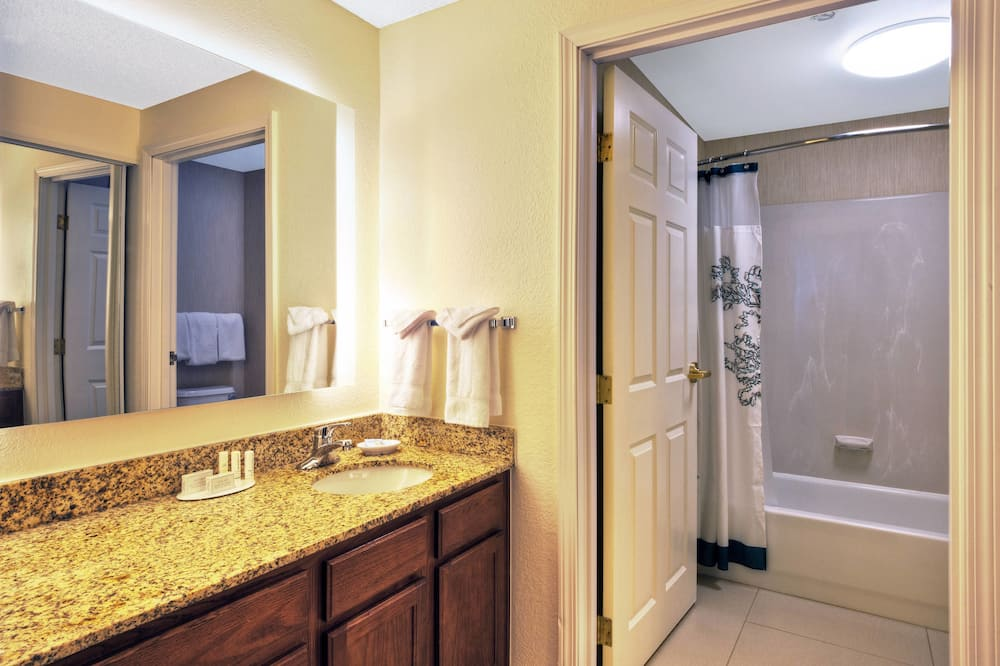 Suite, 2 Bedrooms, Non Smoking, Fireplace - Bilik mandi