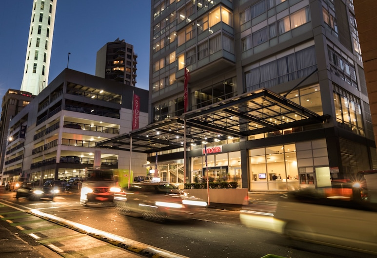Rydges Auckland, אוקלנד, חזית המלון - ערב/לילה