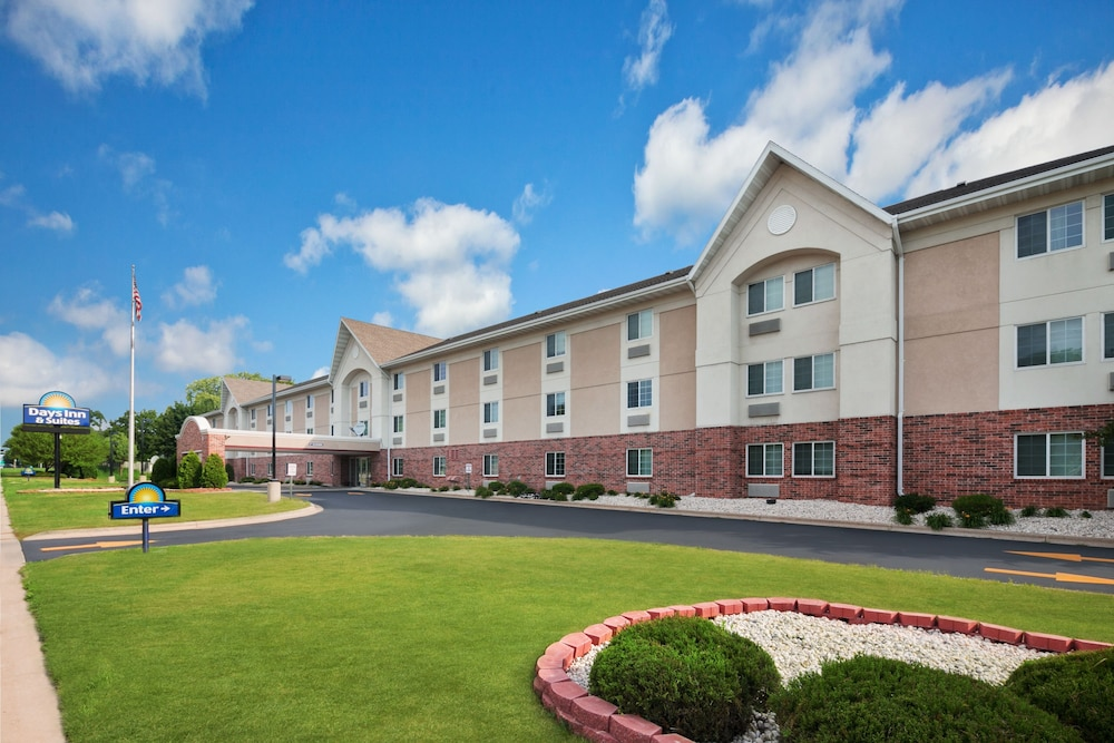 Days Inn And Suites Green Bay Wi