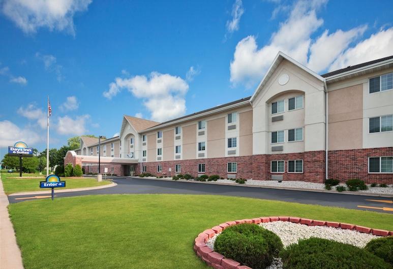 Days Inn & Suites by Wyndham Green Bay WI., Green Bay, Hotel Front
