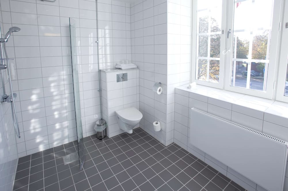 Family Room (Superior Four) - Bathroom