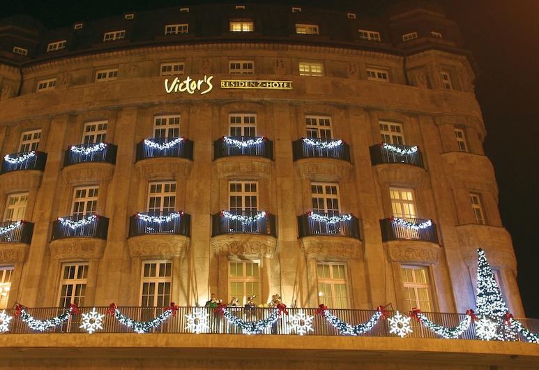 Victor's Residenz-Hotel Leipzig, Leipzig, Hotelfassade am Abend/bei Nacht