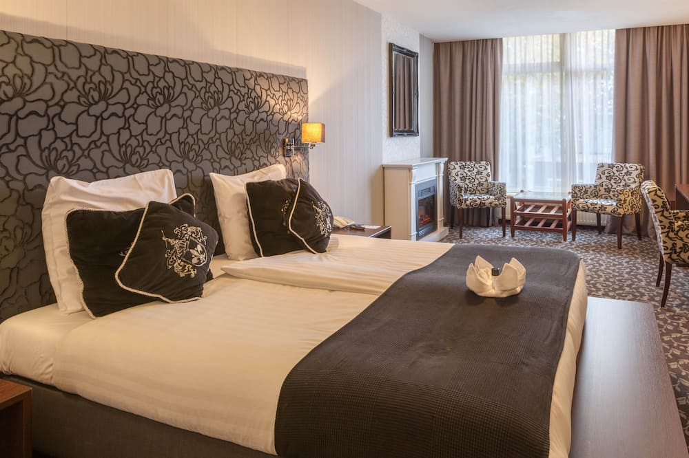 Junior Suite, 1 King Bed, Non Smoking, Fireplace - Guest Room