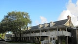 Choose This Cheap Hotel in St Simons Island
