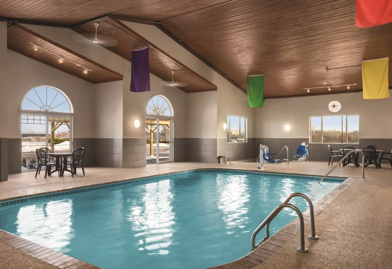 Country Inn & Suites by Radisson, Dubuque, IA, Dubuque, Indoor Pool