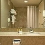 Deluxe Room, 2 Queen Beds, Smoking - Bathroom