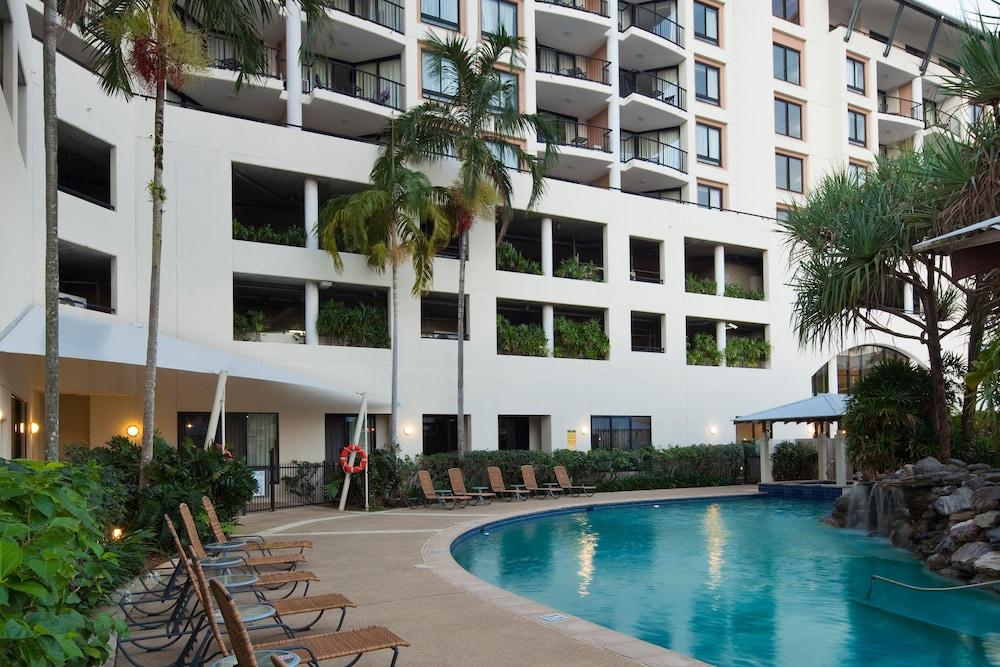 Mantra Esplanade Cairns Outdoor Pool