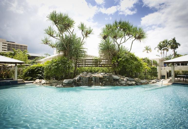 Mantra Esplanade, Cairns, Outdoor Pool