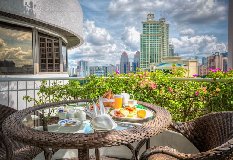 Copthorne Kings Singapore, Singapore, Executive Suite, 1 Queen Bed, City View, Guest Room