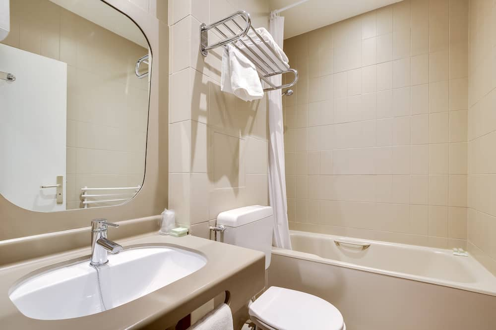 Double Room, 2 Bedrooms (connecting rooms) - Bathroom