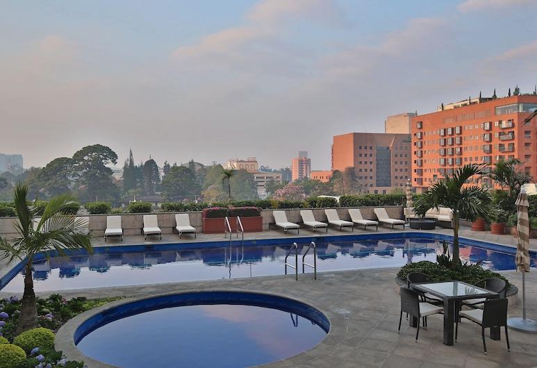 ريال إنتركونتننتال جواتيمالا, جواتيمالا سيتي, حمام سباحة