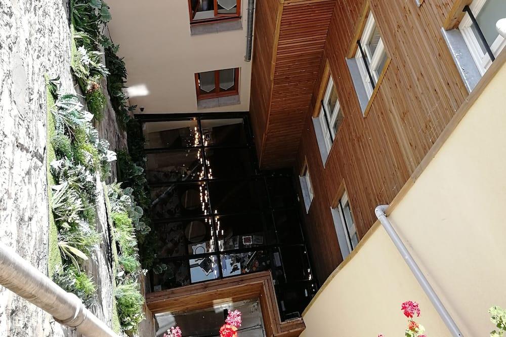 Dobbelt- eller tomannsrom – classic, balkong - Utsikt mot gårdsplass