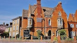 Choose This Mid-Range Hotel in Taunton