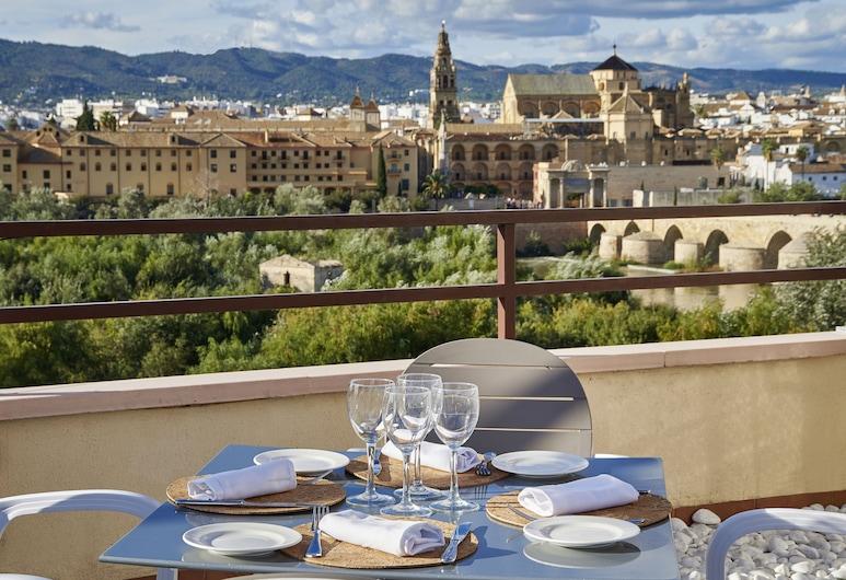 Hesperia Córdoba, Córdoba, Speisen im Freien