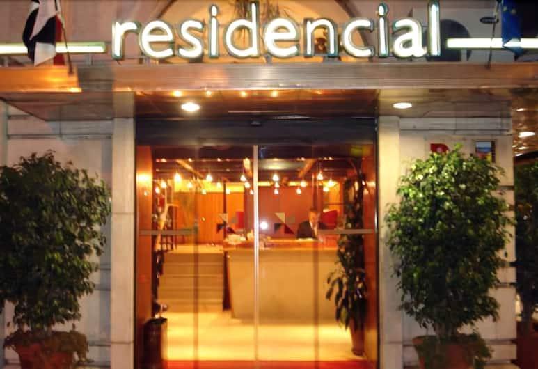 Residencial Lar do Areeiro, Lisbona, Facciata hotel (sera/notte)