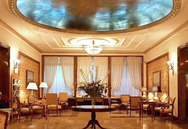 Hotel Principe Pio, Madrid, Sitzecke in der Lobby