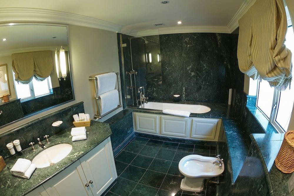 Luxury Tek Büyük Yataklı Oda - Banyo