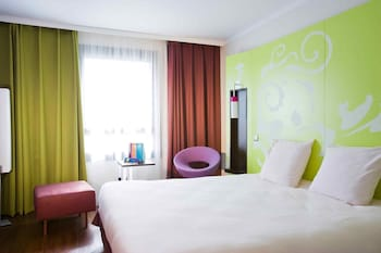 Enter your dates to get the Evry hotel deal