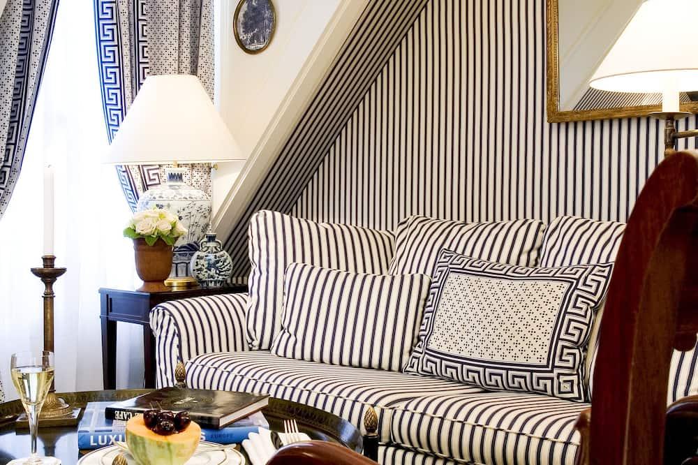 Signature Suite, 1 Queen Bed, Non Smoking - Living Area