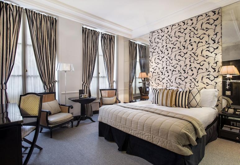 Castille Paris - Starhotels Collezione, Paris, Deluxe Triple Room, Guest Room
